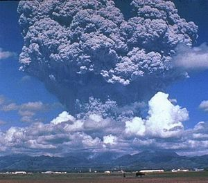 300px-Pinatubo_ash_plume_910612.jpg