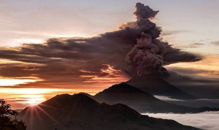 Bali-volcano-Mount-Agong-eruption-fears-1141656.jpg