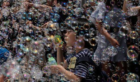 hong-kong-art-bubbles.jpg